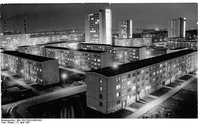 Berlin, Neubaugebiet, Wohnblocks, Nacht
